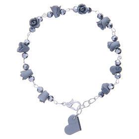 Bracelets, dizainiers: Bracelet Medjugorje roses grises céramique grains cristal