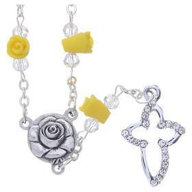 Terços e Porta Terços Nossa Senhora de Medjugorje: Colar terço Medjugorje amarelo rosas cerâmica cruz com cristais