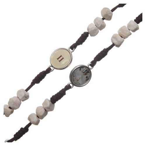 Rosenkranz aus Medjugorje, Perlen aus Stein auf brauner Kordel 3