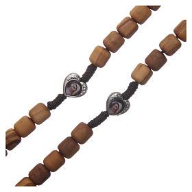 Rosenkranzkette aus Medjugorje, mit Olivenholzperlen und Metallherzen auf brauner Kordel s3