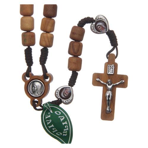 Rosenkranzkette aus Medjugorje, mit Olivenholzperlen und Metallherzen auf brauner Kordel 1