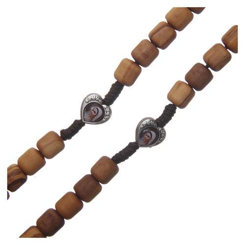 Rosenkranzkette aus Medjugorje, mit Olivenholzperlen und Metallherzen auf brauner Kordel 3