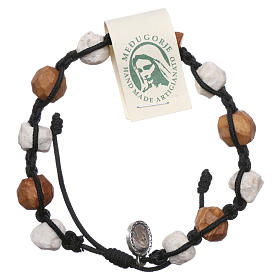 Bracelets, dizainiers: Bracelet Medjugorje dizainier Tau olivier et cailloux blancs corde noire