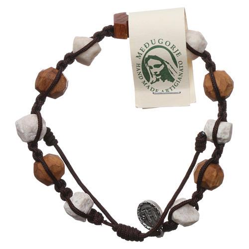 Pulsera Medjugorje decena Tau olivo y piedras blancas cuerda marrón 1