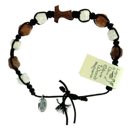 Bracelet Medjugorje dizainier Tau olivier et cailloux blancs corde 3