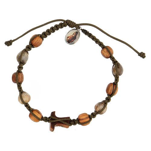 Bracelet grains bicolores croix tau Medjugorje corde vert foncé 2