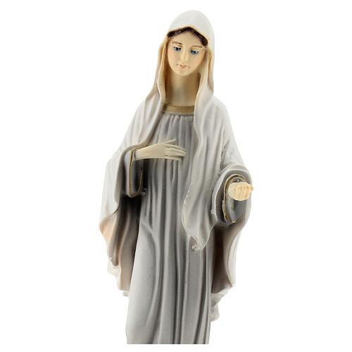 Virgen de Medjugorje pintada 20 cm polvo de mármol