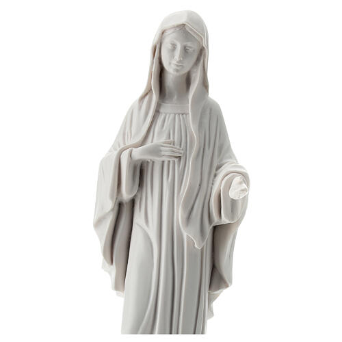 Virgen de Medjugorje blanco polvo de mármol 30 cm EXTERIOR