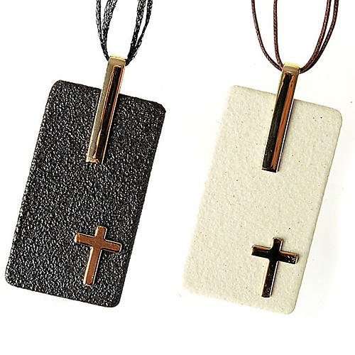 Pendant in porcelain gres with cross 1