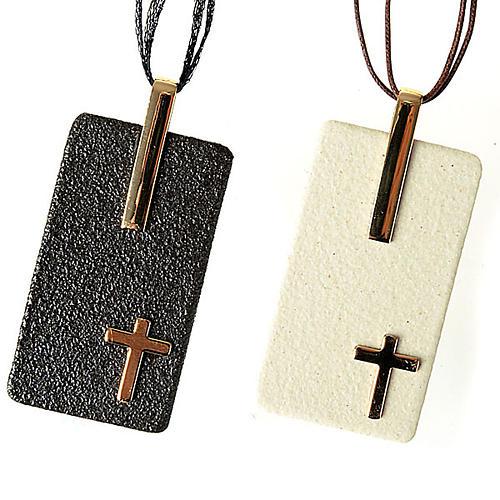 Pendentif en grés cérame avec croix 1
