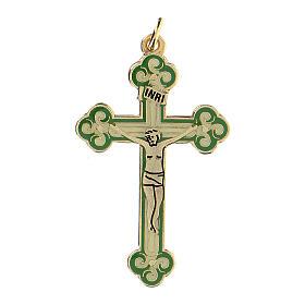 Cruz colgante dorada fondo verde s1