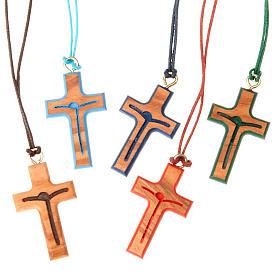 Pingentes Cruz Madeira: Cruz estilizada corada
