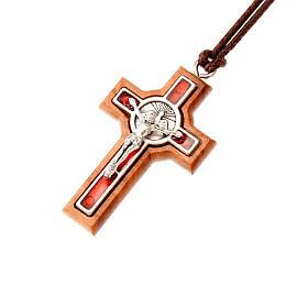 Colgante cruz Tau fondo rojo s1