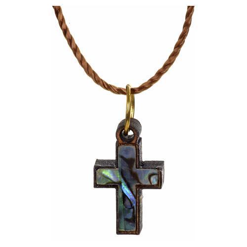 Colgante cruz madera Tierra Santa con nácar y borde verde 1