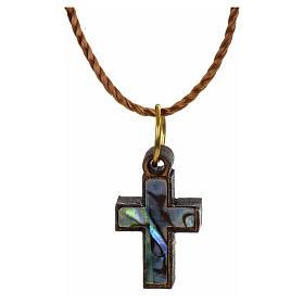 Pendentif croix bois Terre sainte et nacre bord vert s1