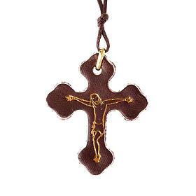 Pendentif en croix trois lobes, cuir et corde s1