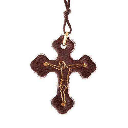 Pendentif en croix trois lobes, cuir et corde 1