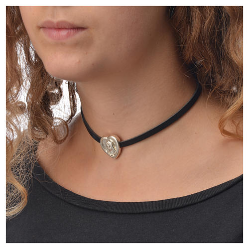 Choker necklace in black leather with Virgin Mary pendant 3