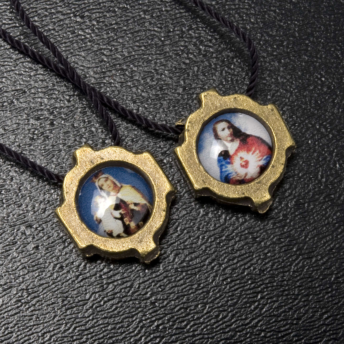 Scapular in bronzed metal with color images 4