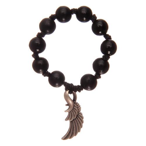 Rosario decena con cuentas de madera negra con ala de ángel 2
