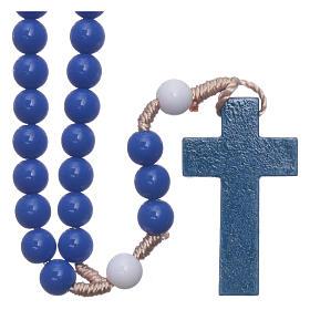 Terços Baratos: Terço em plástico contas azul escuro e pater brancos fio seda 7,5 mm