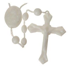 Terços Baratos: Terço nylon branco medalha fecho encaixe