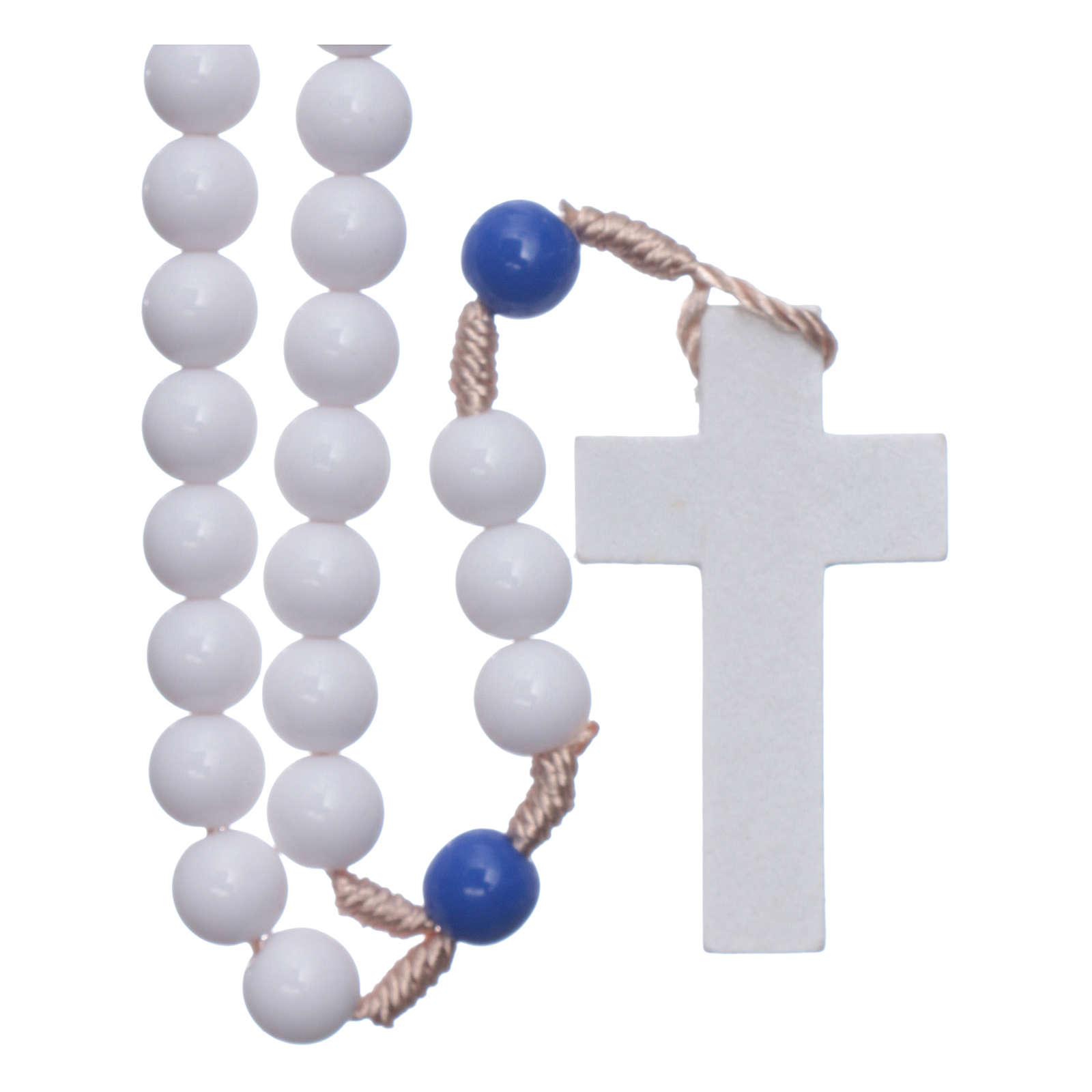 Chapelet en plastique grains blancs et pater bleus 7,5 mm corde soie  4