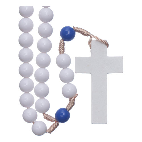 Rosario in plastica grani bianchi e pater blu 7,5 mm legatura seta 1