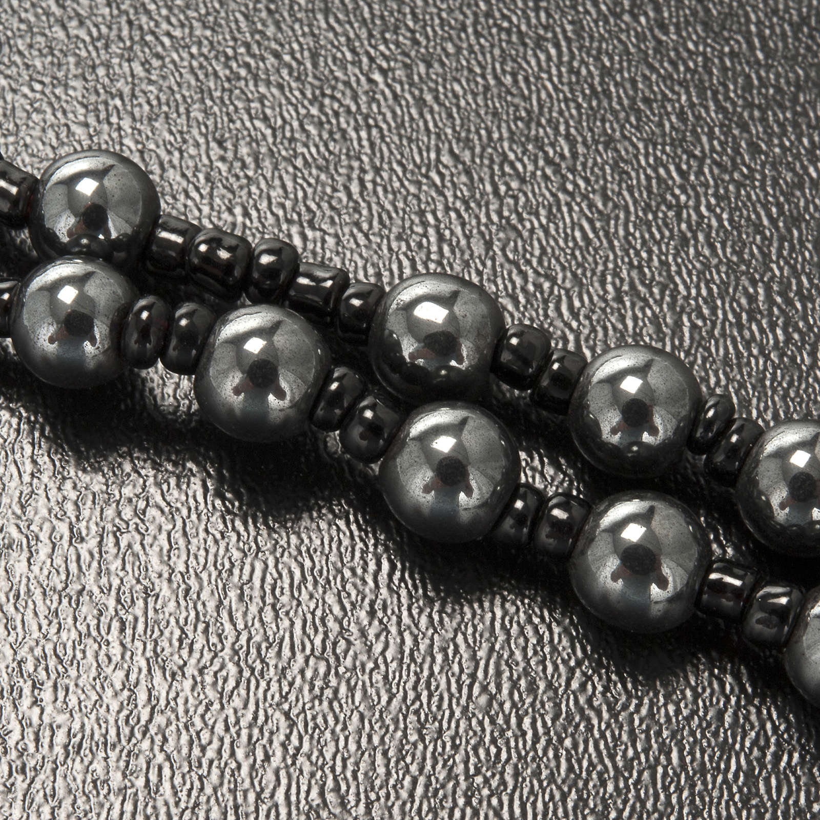 Collana rosario ematite Lourdes indossabile 4