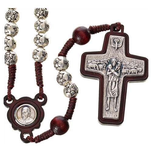 Rosario metal y madera oscura Papa Francisco 1