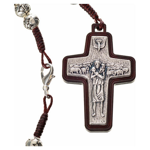 Rosario metal y madera oscura Papa Francisco 3
