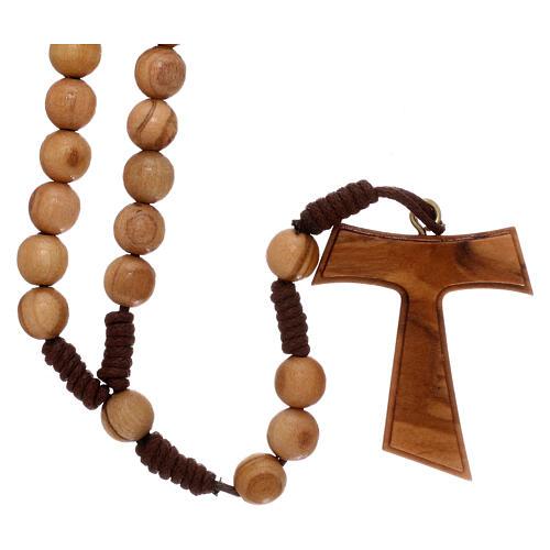 Różaniec z drewna oliwkowego z krzyżem Tau 2