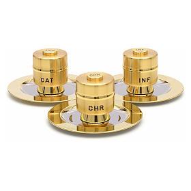Huiles saintes: vases en laiton doré et plateaux s1