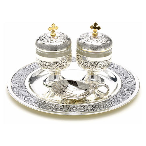 Holy oils: baptism set with two vases and a shell 1