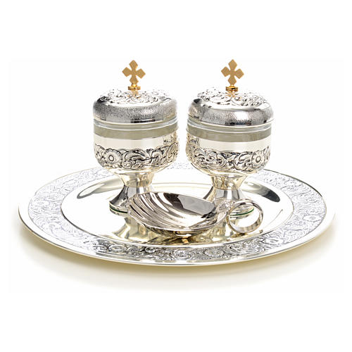 Holy oils: baptism set with two vases and a shell 8