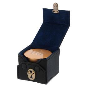 Astuccio cubico con  vasetto olio santo in alluminio dorato diametro 5 cm  s3