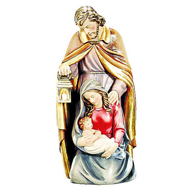Sagrada Familia de madera pintada con colores brillantes 4