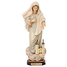 Statues en bois peint: Statue Notre-Dame Reine de la Paix avec église bois peint Val Gardena