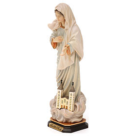 Statue Notre-Dame Reine de la Paix avec église bois peint Val Gardena s3