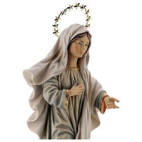 Statue Notre-Dame Reine de la Paix avec église et auréole bois peint Val Gardena s2