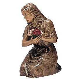 Statue Femme avec fleurs bronze 45 cm pour EXTÉRIEUR s1