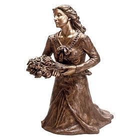 Statue Femme avec fleurs à genoux bronze 45 cm cape bleue pour EXTÉRIEUR s1