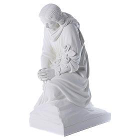 Angelo in ginocchio 60 cm polvere di marmo s3