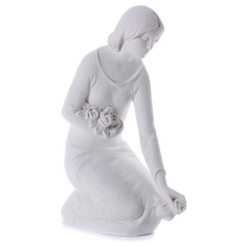 Ange à genoux avec fleurs marbre 55 cm 4