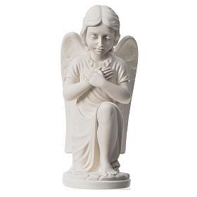 Imagens em Pó de Mármore de Carrara: Anjo mãos no coração de joelhos mármore branco de Carrara 34 cm