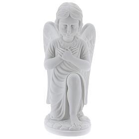 Anjo mãos no coração de joelhos mármore branco de Carrara 34 cm s1