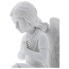 Anjo mãos no coração de joelhos mármore branco de Carrara 34 cm s2