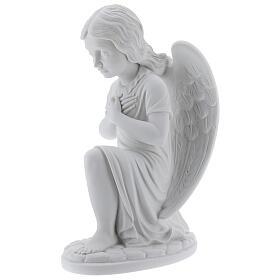 Anjo mãos no coração de joelhos mármore branco de Carrara 34 cm s3