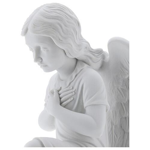 Anjo mãos no coração de joelhos mármore branco de Carrara 34 cm 2