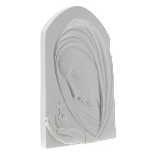 Virgen con la cruz de 22cm mármol sintético 4